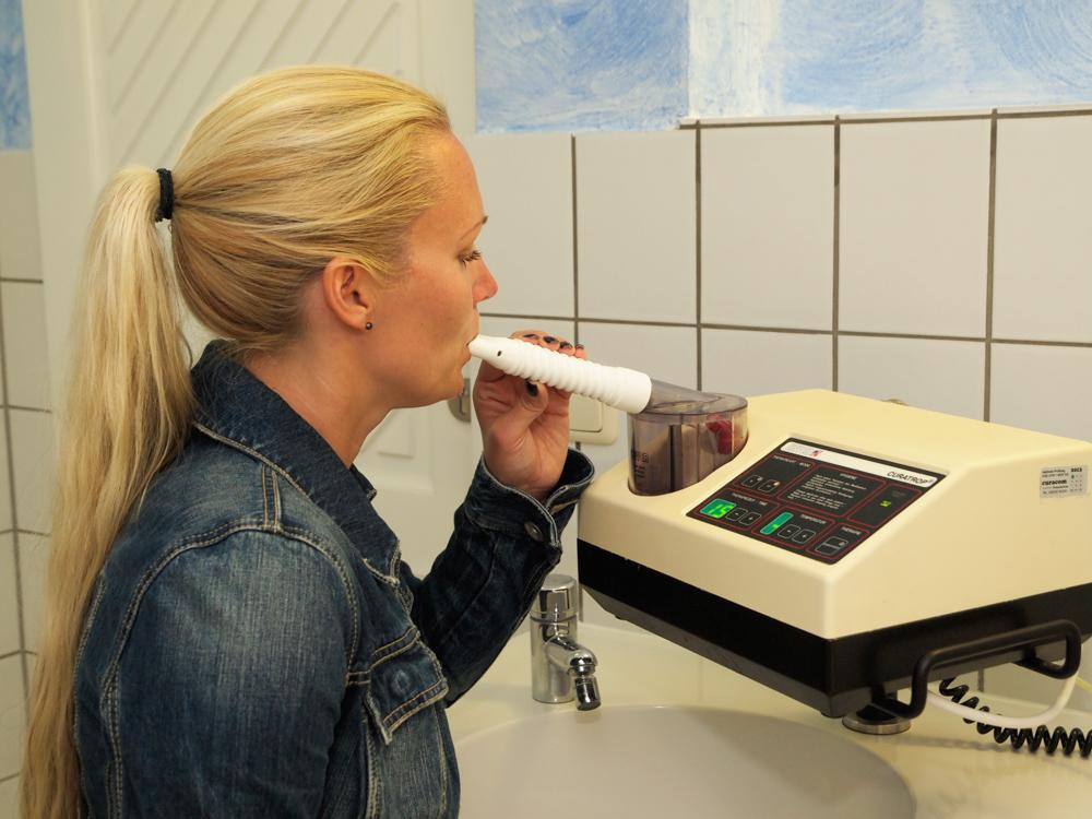 Einzelinhalation im Rahmen der Physiotherapie im Kurmittelhaus der OstseeTherme Usedom