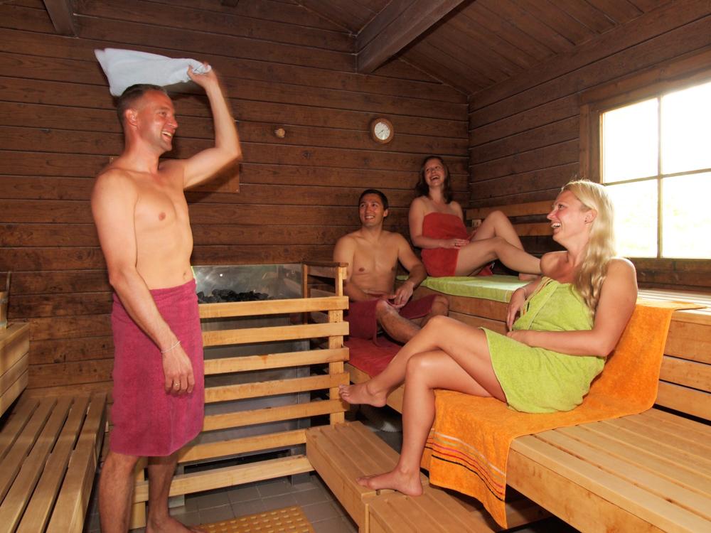 Aufguss mit Wedeln in der Saunawelt der OstseeTherme Usedom