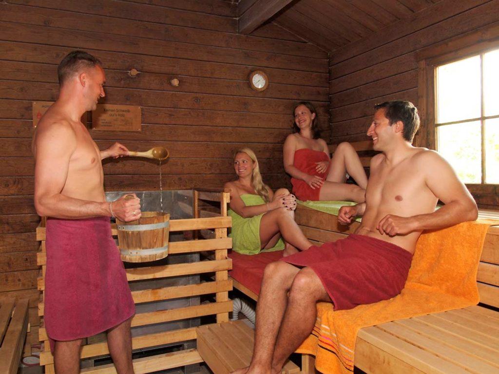 Aufguss in der Saunawelt der OstseeTherme Usedom